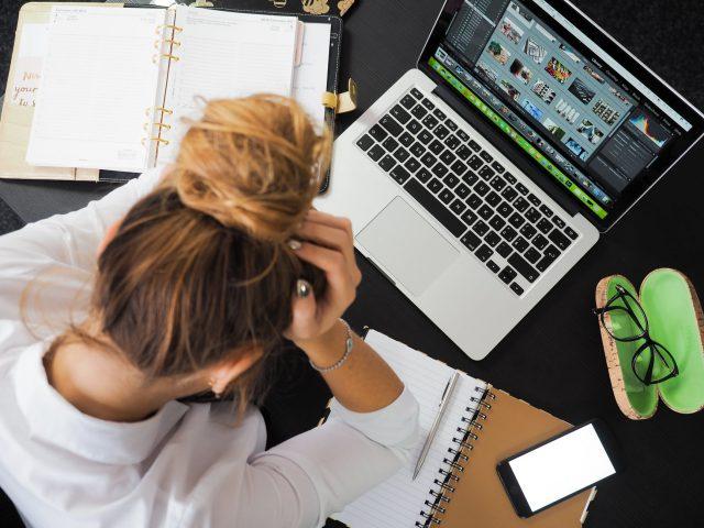 Problemy psychiczne w pracy: ergofobia, nerwica, fobie społeczne